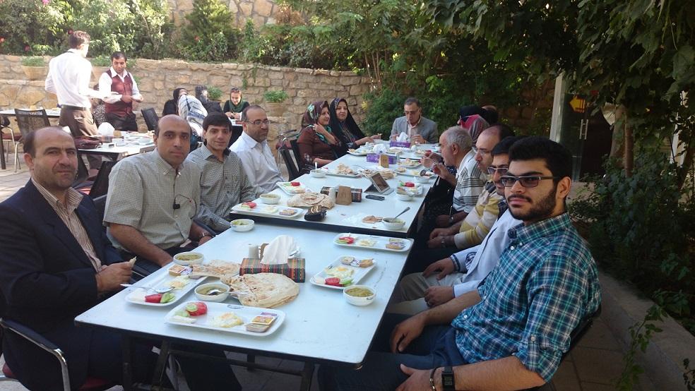 برنامه صبحانه خوری در هتل چمران شیراز