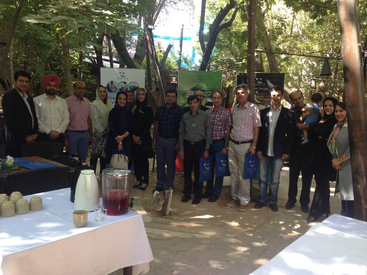 برنامه صبحانه خوری در باغ راز شیراز1395